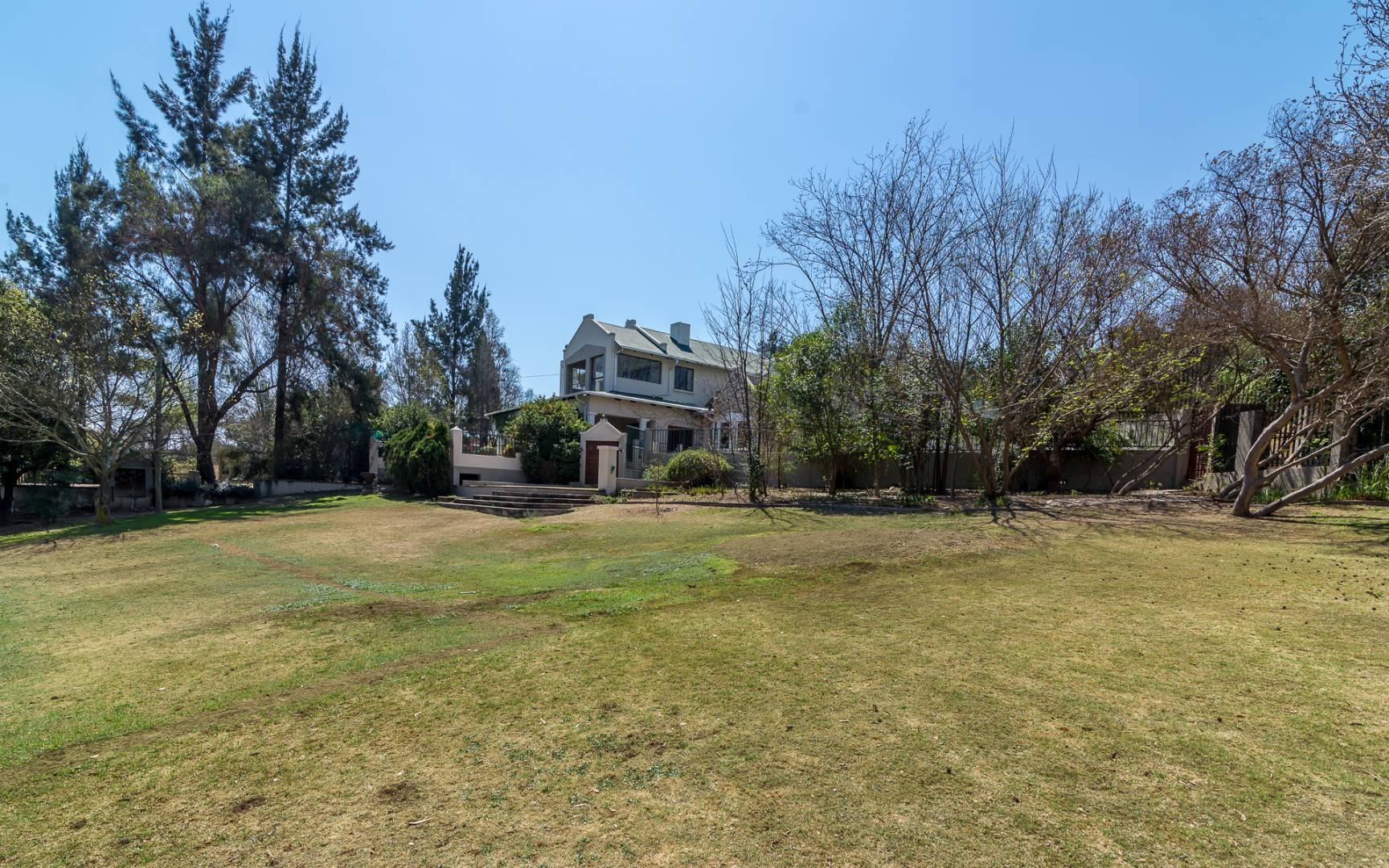 8 Bedroom House For Sale in Chartwell