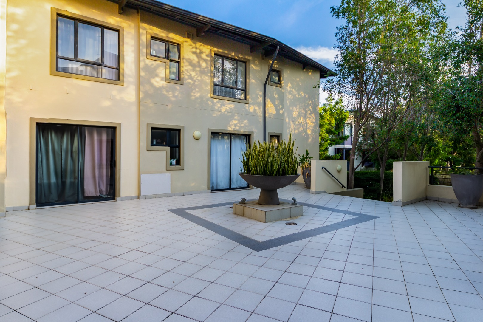 2 Bedroom Apartment / Flat For Sale in Somerset West Central