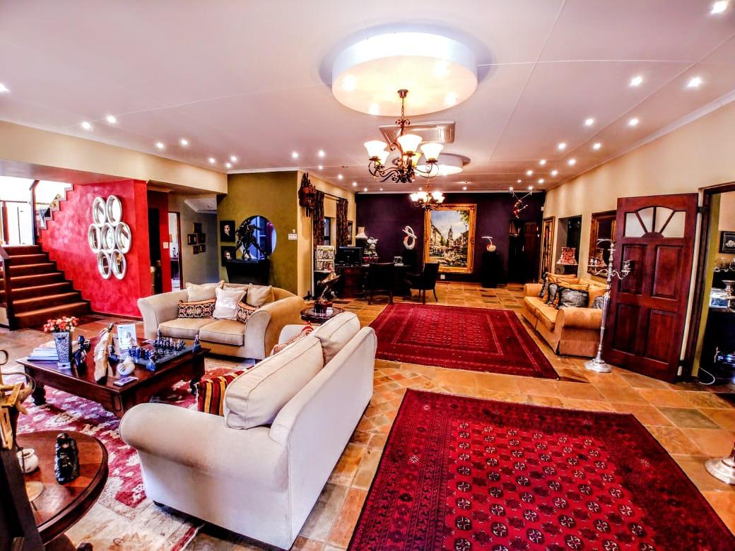 10 Bedroom House For Sale in Hoekwil
