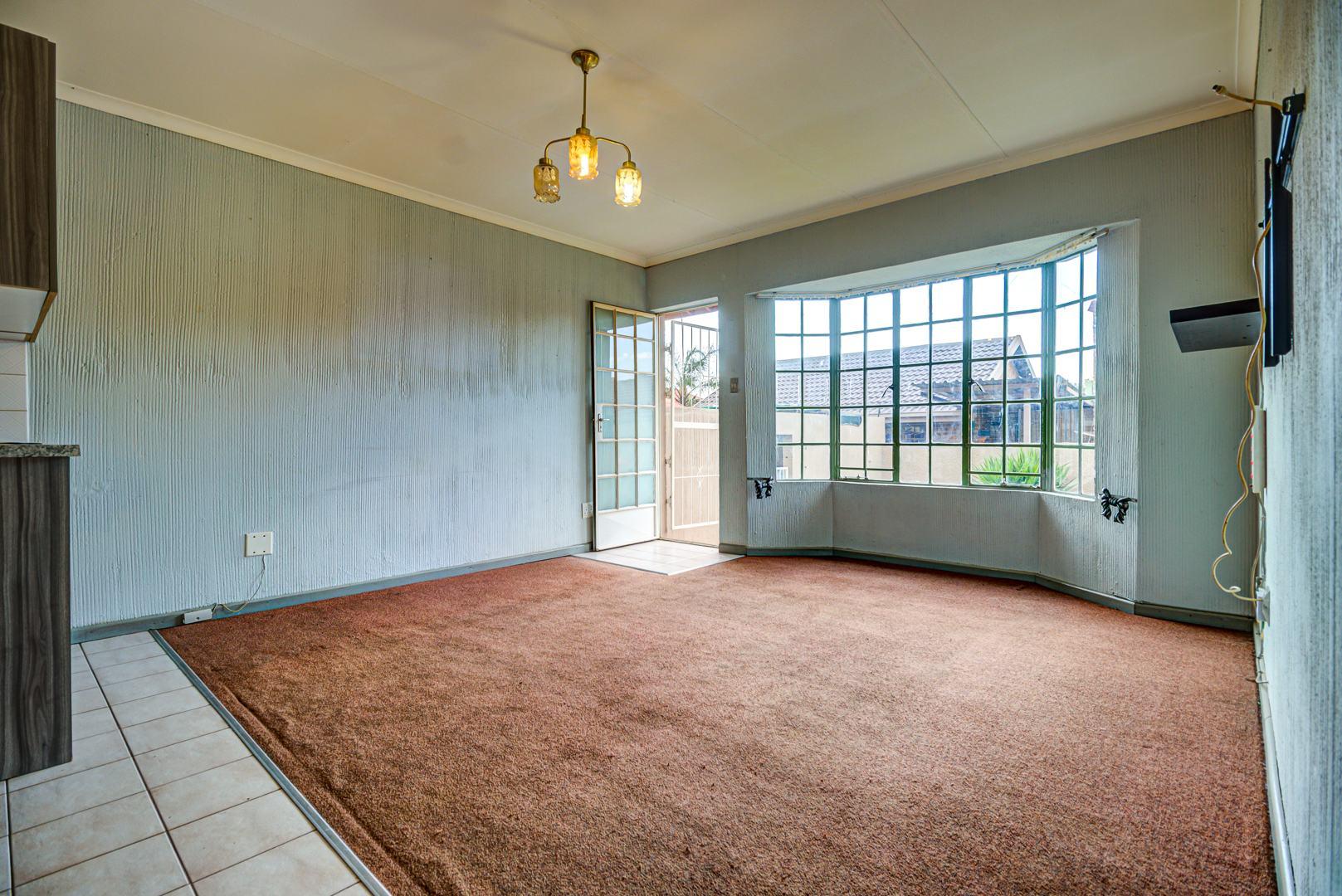2 Bedroom Townhouse For Sale in Norkem Park