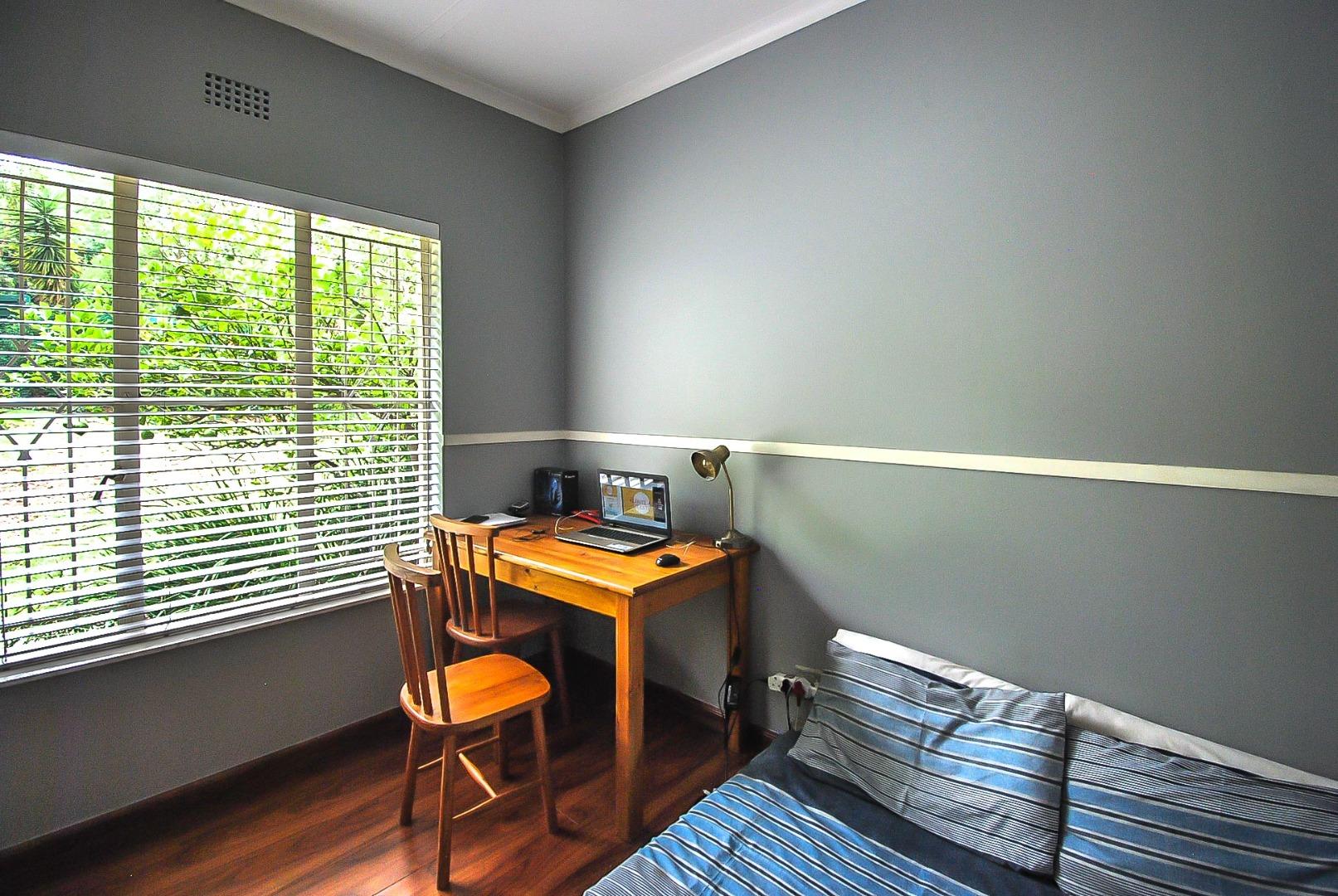 5 Bedroom House For Sale in Florida Glen