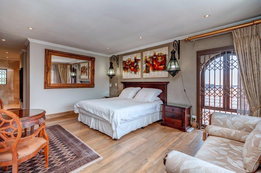 5 Bedroom House For Sale in Cedar Lakes
