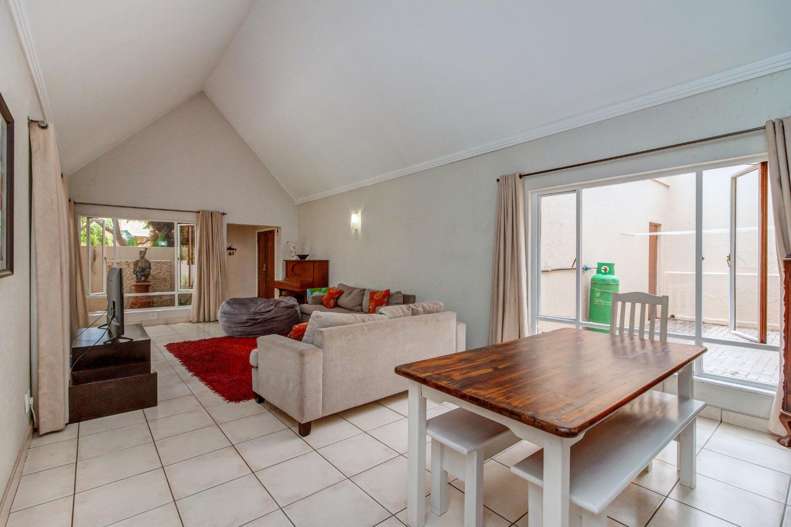 3 Bedroom House For Sale in Maroeladal