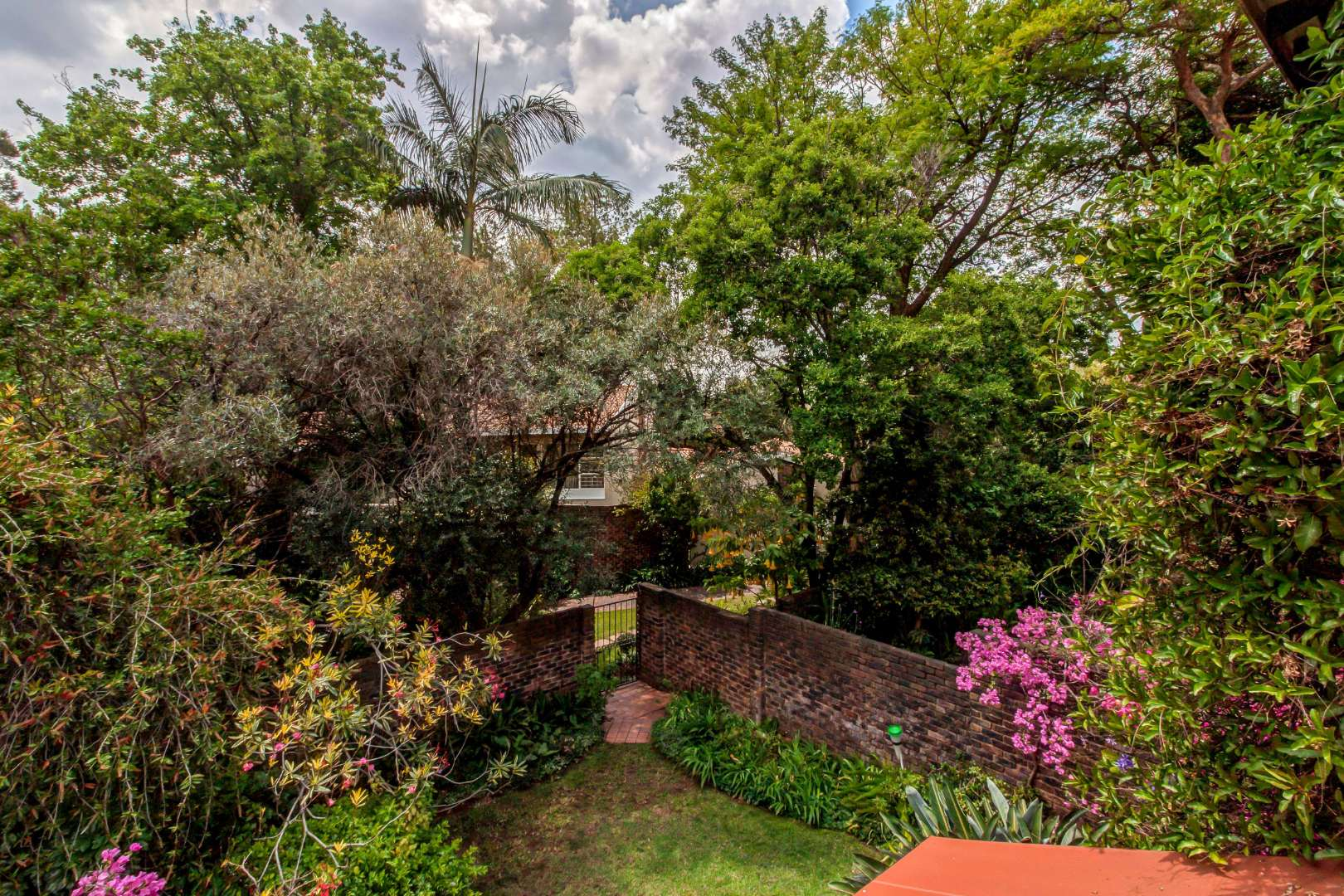3 Bedroom Townhouse For Sale in Bryanston
