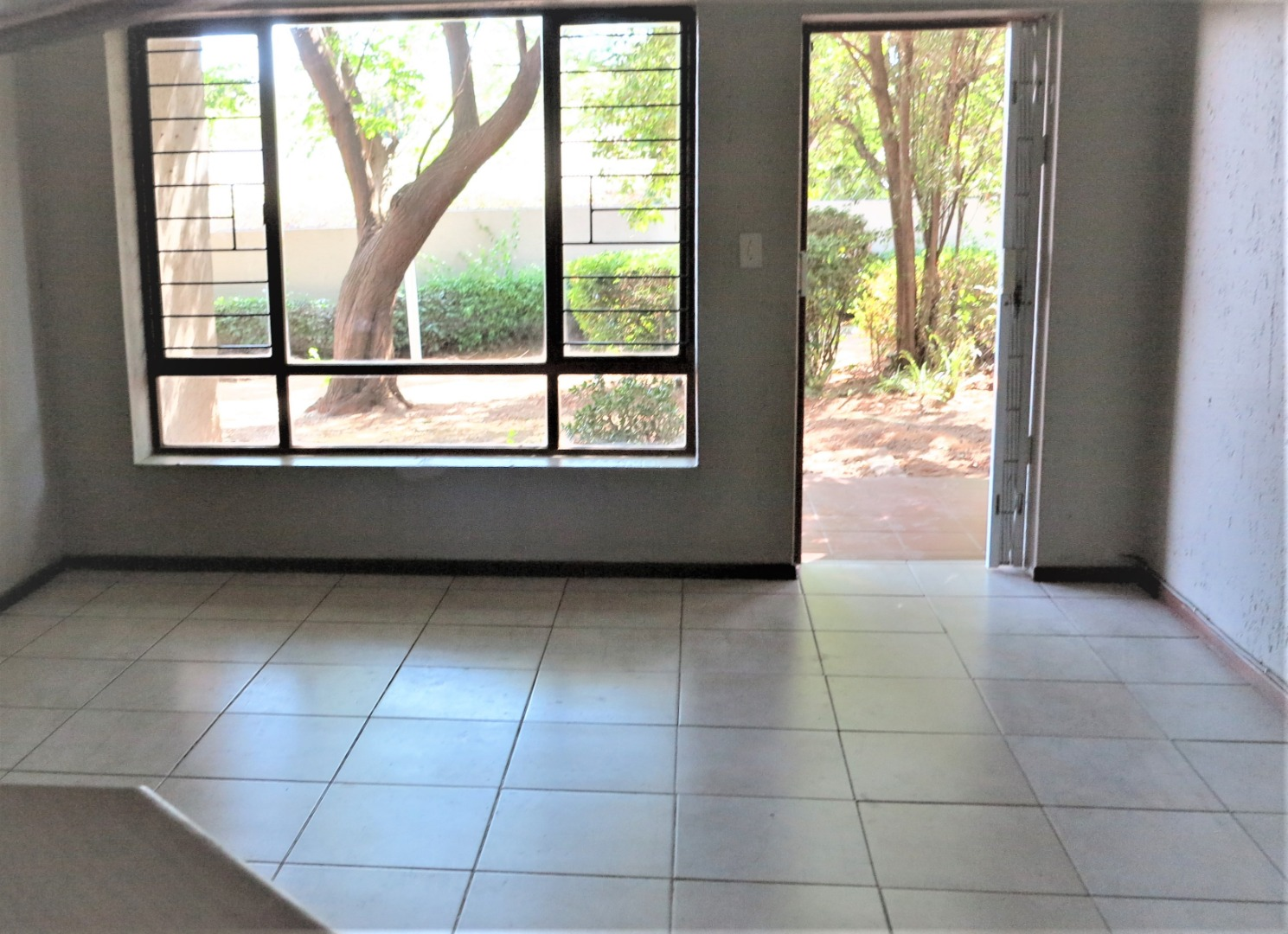 2 Bedroom Townhouse For Sale in Bloubosrand