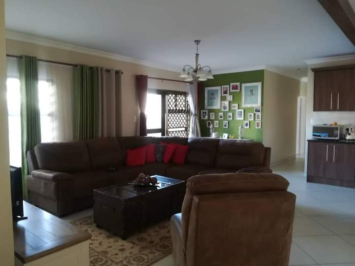 3 Bedroom House For Sale in Cimbebasia