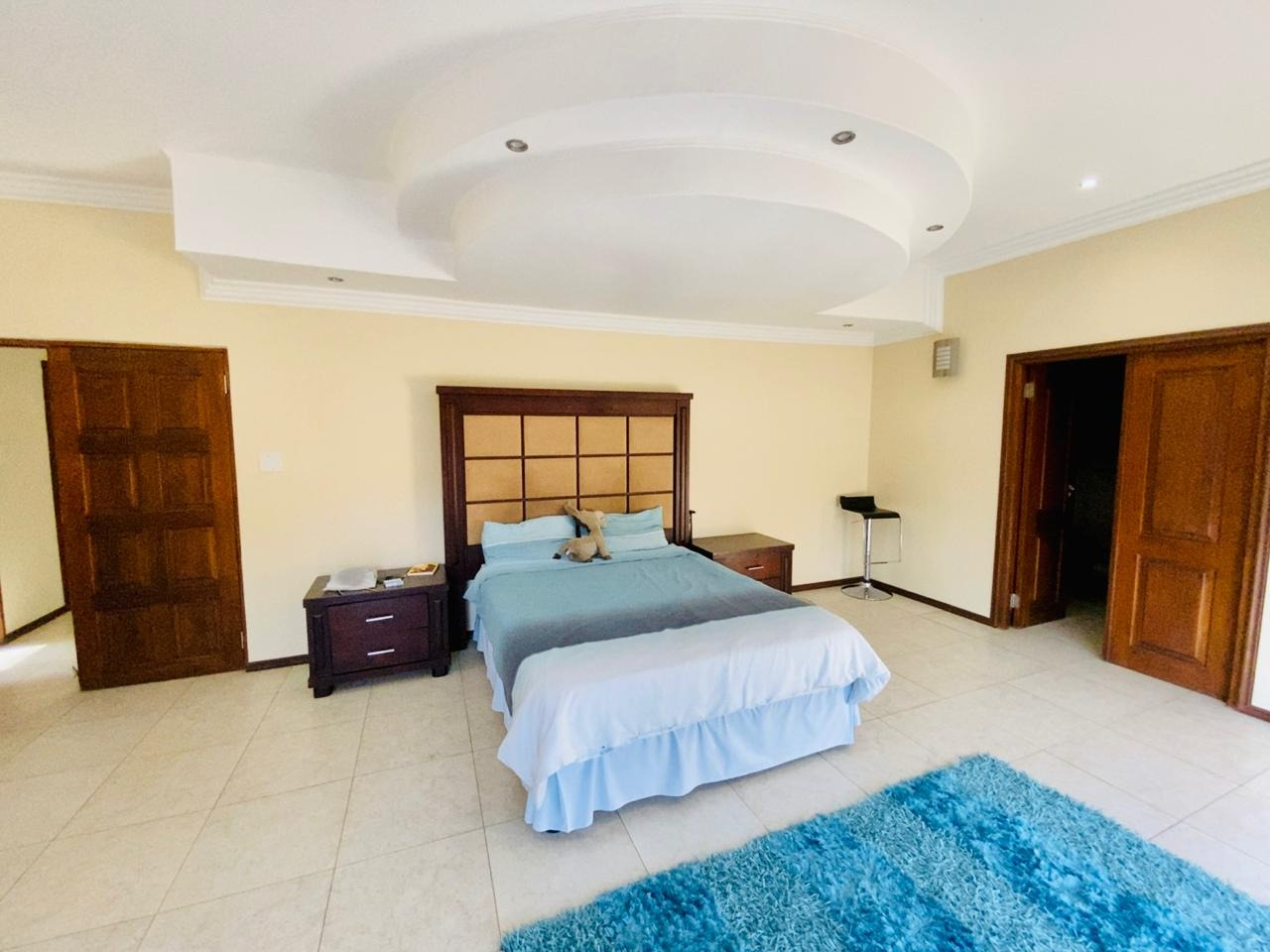 7 Bedroom House For Sale in Blue Hills