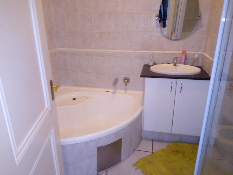 2 Bedroom Townhouse For Sale in Sandown