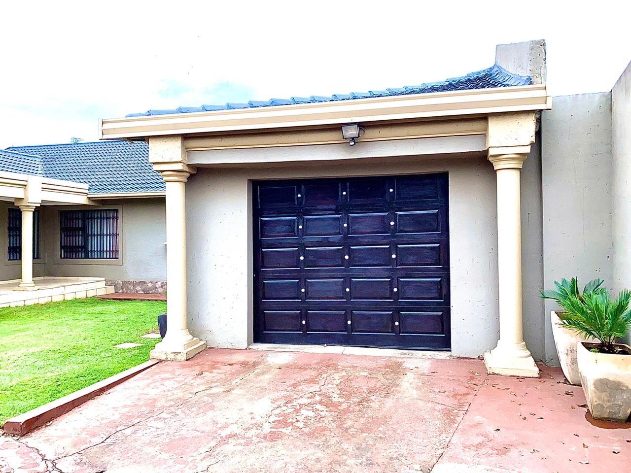 4 Bedroom House For Sale in Groeneweide