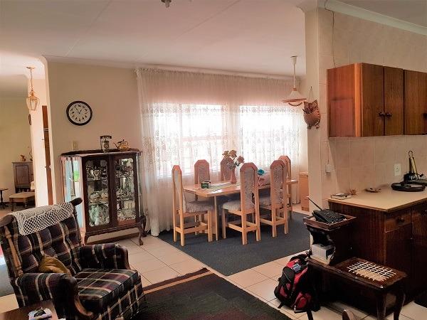 3 Bedroom Townhouse For Sale in Die Hoewes