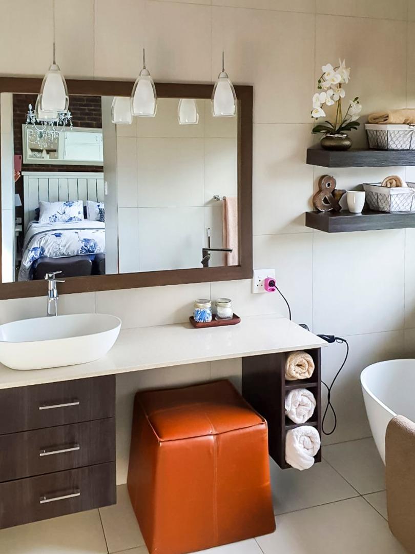 5 Bedroom House For Sale in Vanderbijlpark SE 2