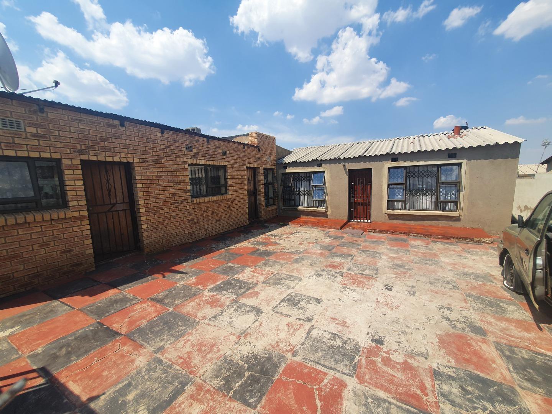 2 Bedroom House For Sale in Umthambeka