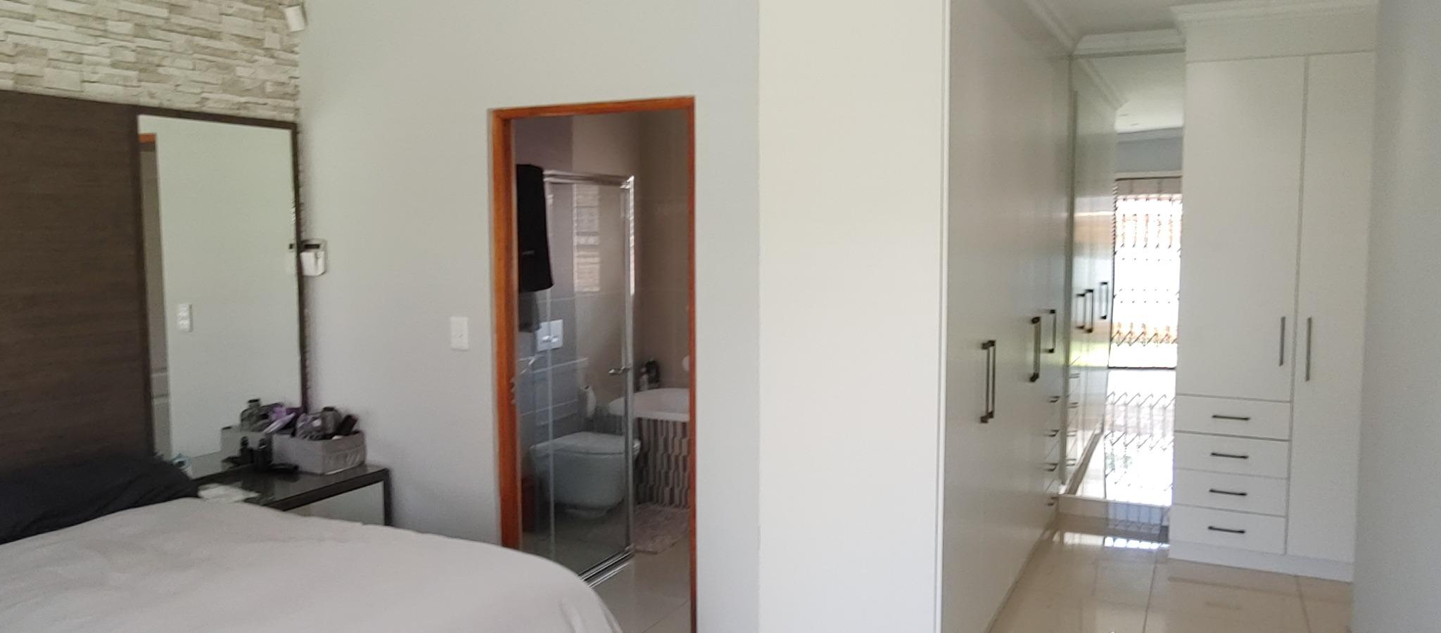 4 Bedroom House For Sale in Brackenhurst