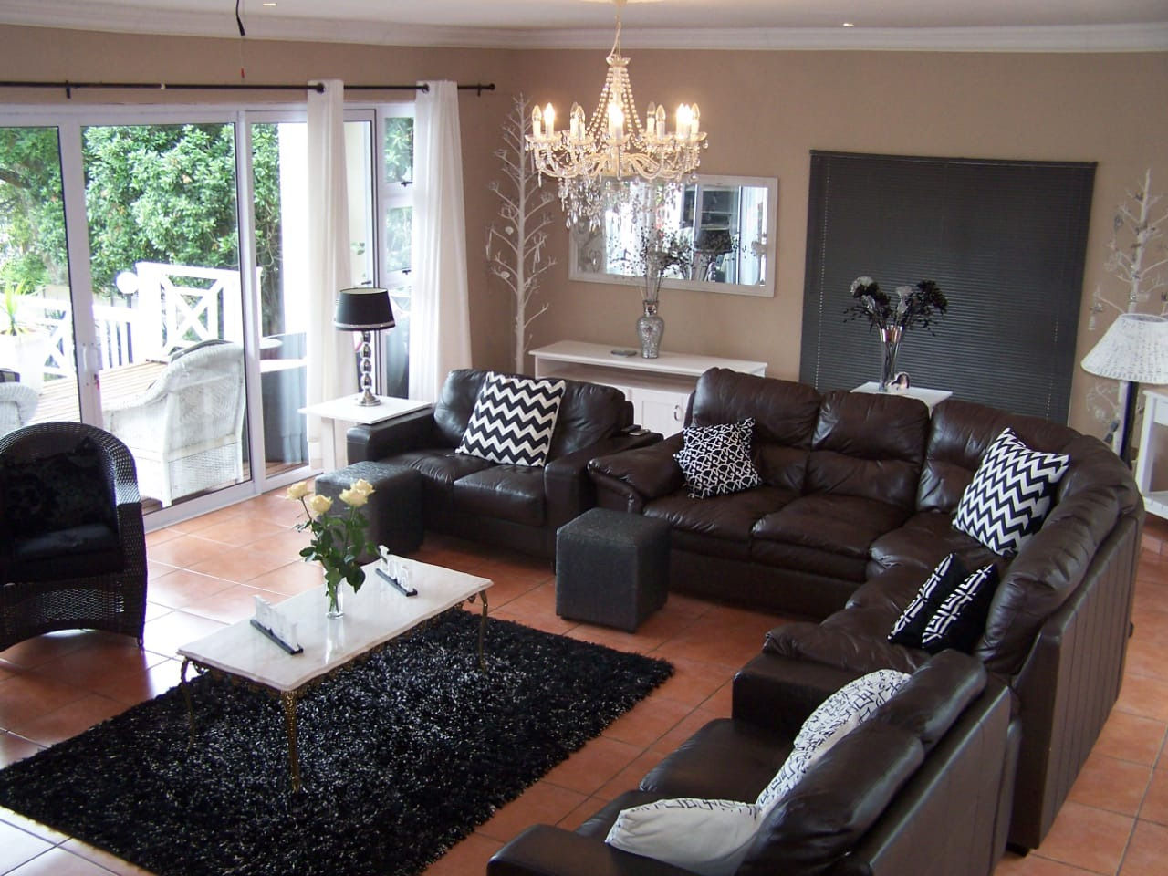 5 Bedroom House To Rent in East Bank