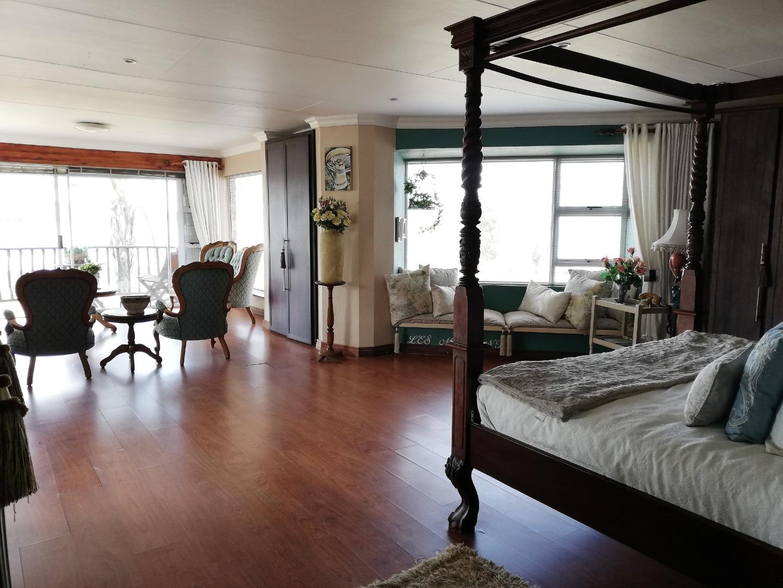 10 Bedroom House For Sale in Vaaldam SH