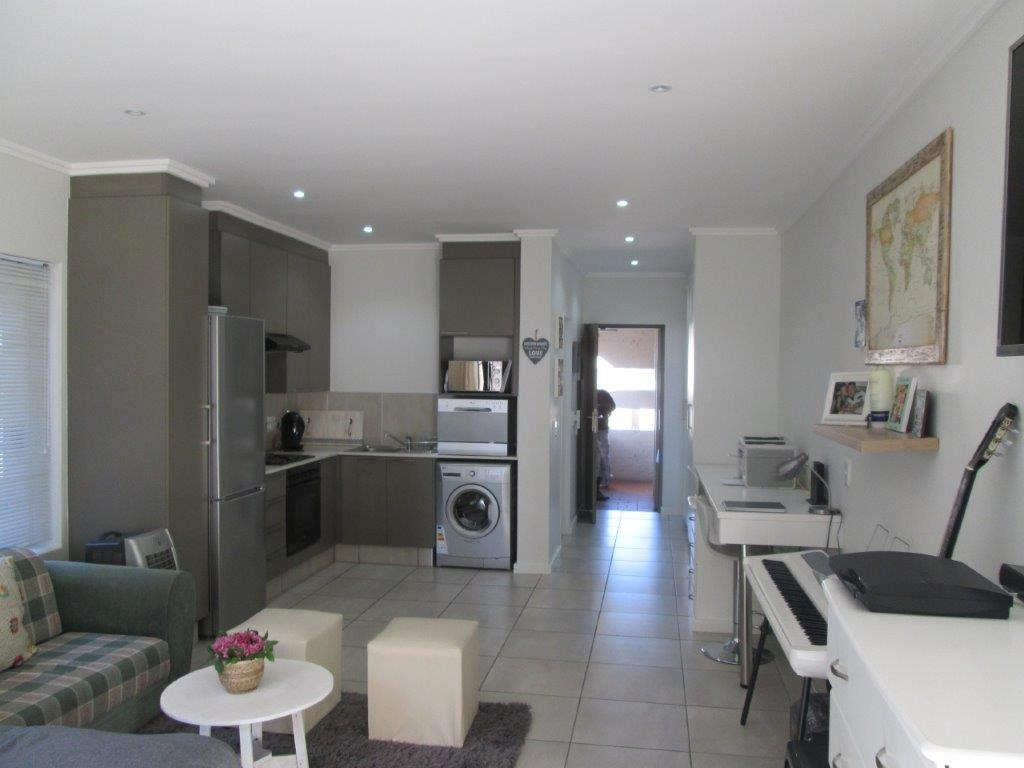 0.5 Bedroom Apartment / Flat For Sale in Fourways