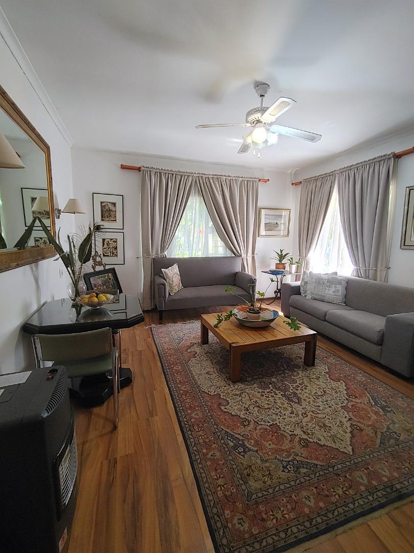 8 Bedroom House For Sale in Die Boord