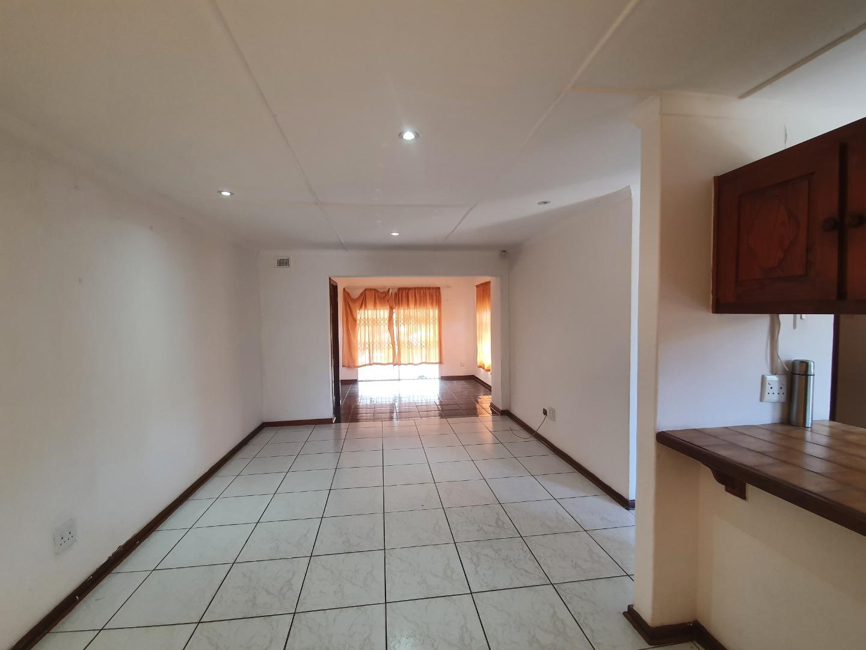 2 Bedroom House For Sale in Grosvenor