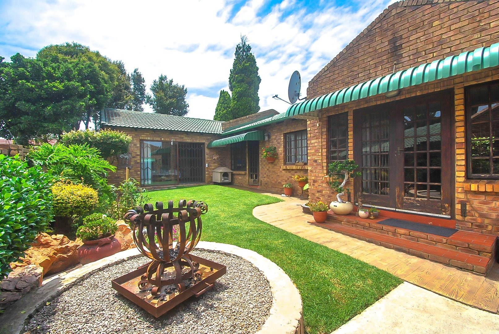 4 Bedroom House For Sale in Bergbron