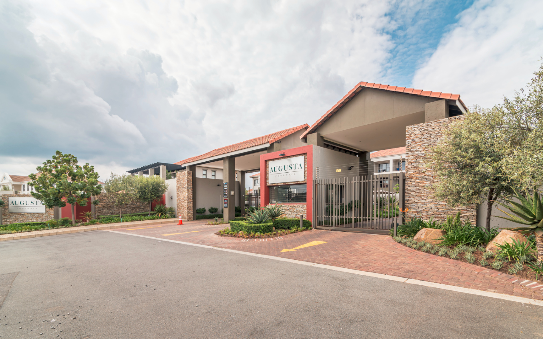 2 Bedroom Apartment / Flat For Sale in Fourways