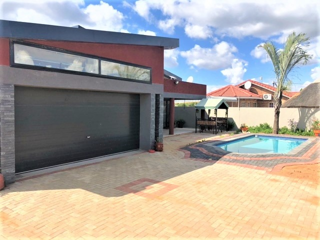 5 Bedroom House To Rent in Gaborone North