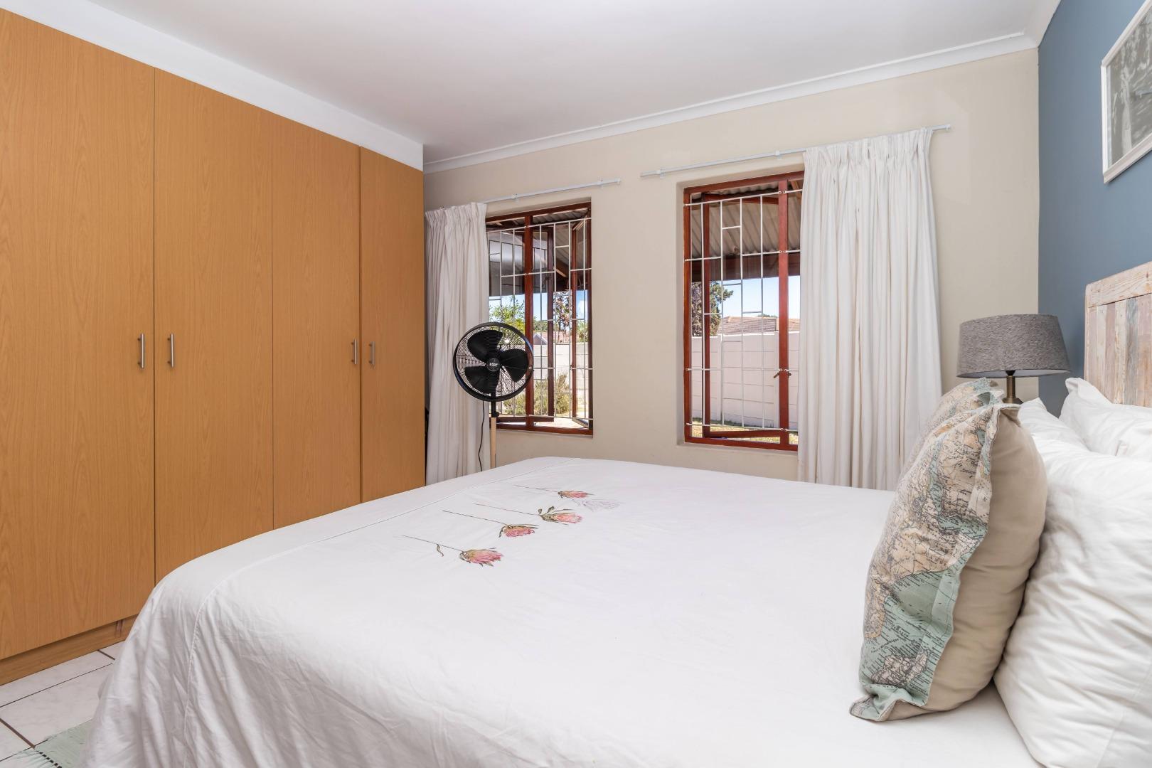 4 Bedroom House For Sale in Winelands