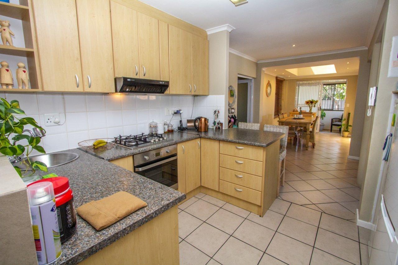 6 Bedroom House For Sale in Parklands