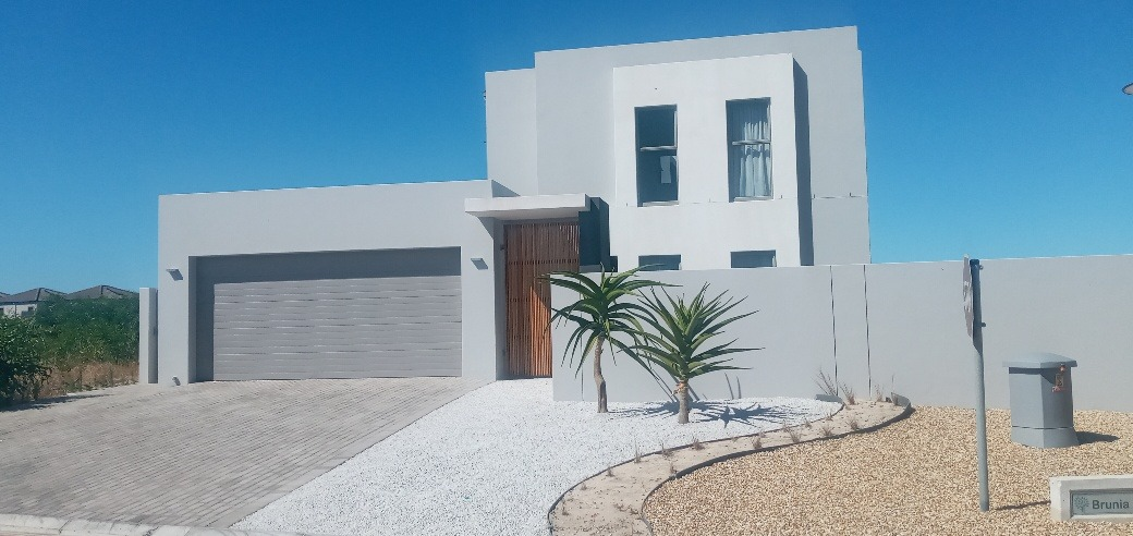 4 Bedroom House For Sale in Sandown