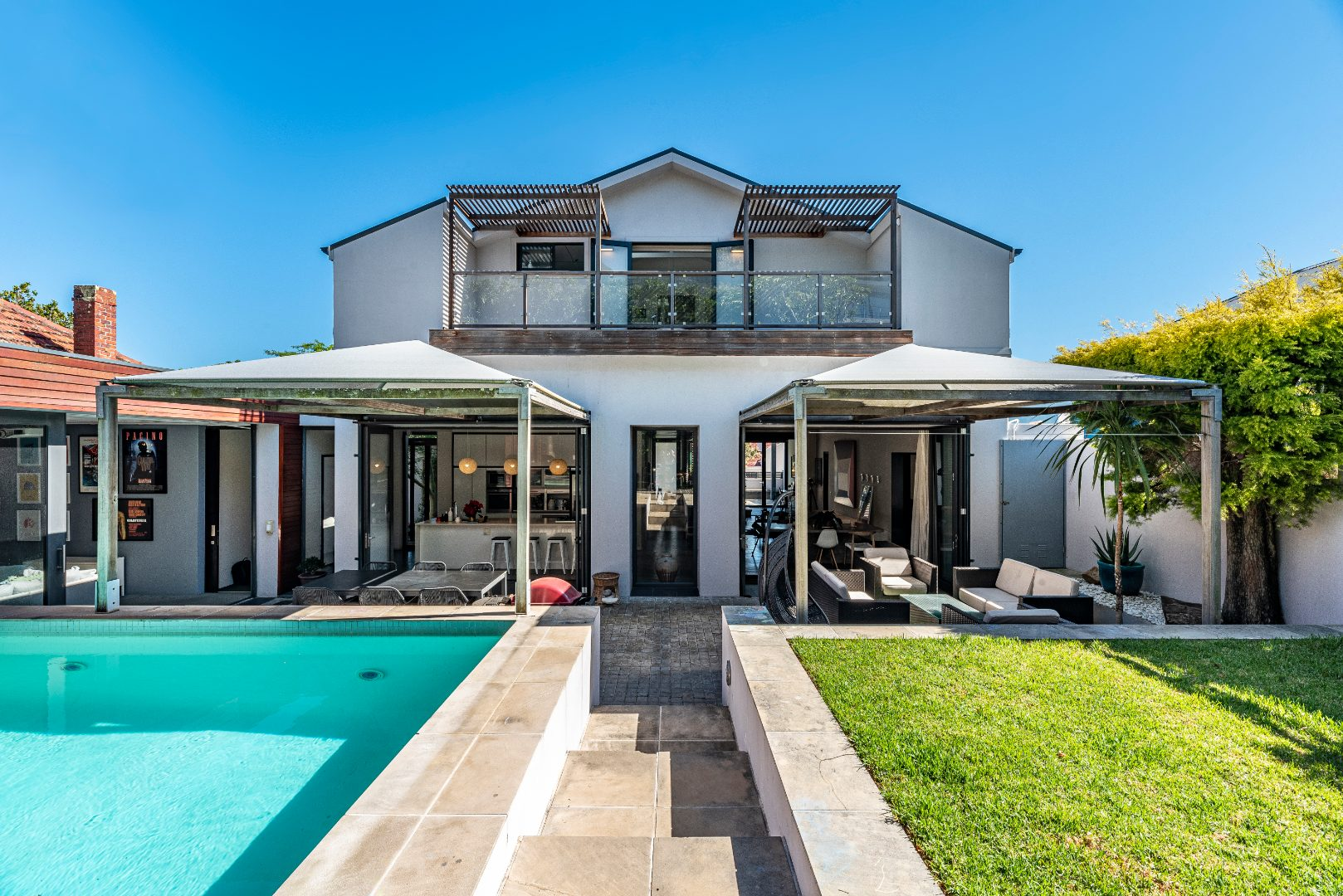 5 Bedroom House For Sale in Vredehoek | RE/MAX™ of Southern Africa