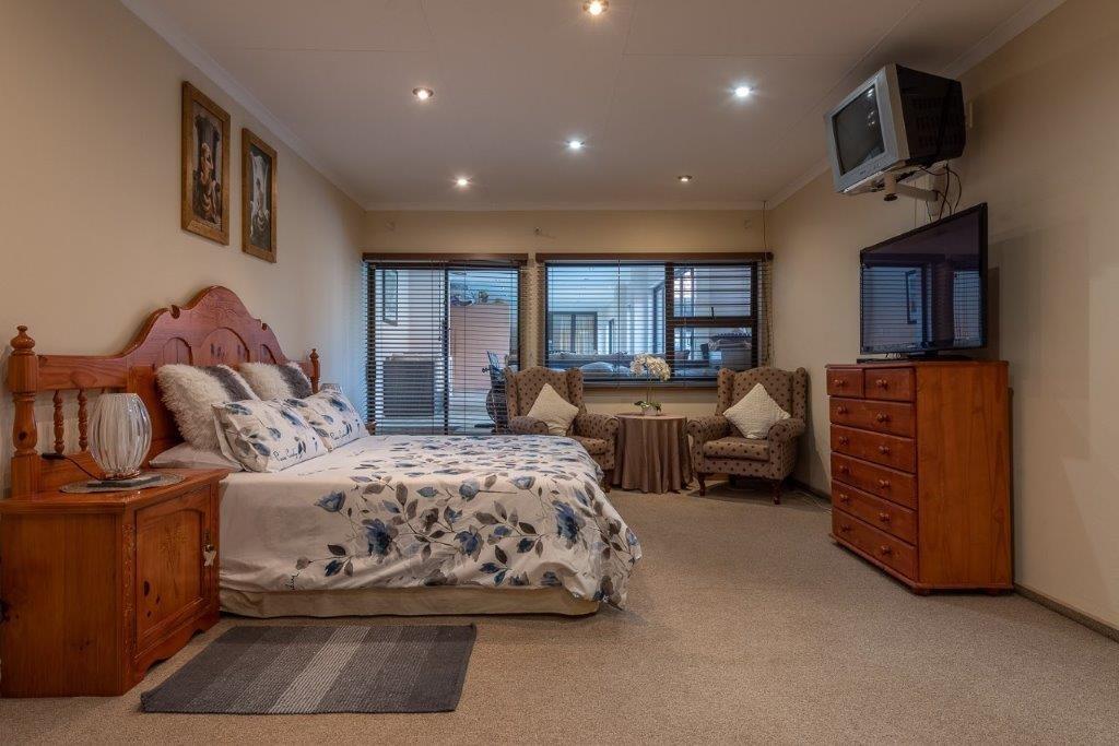 4 Bedroom House For Sale in Verwoerdpark