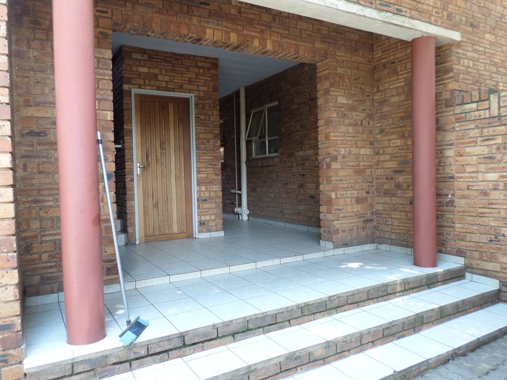 2 Bedroom Townhouse For Sale in Alberton North