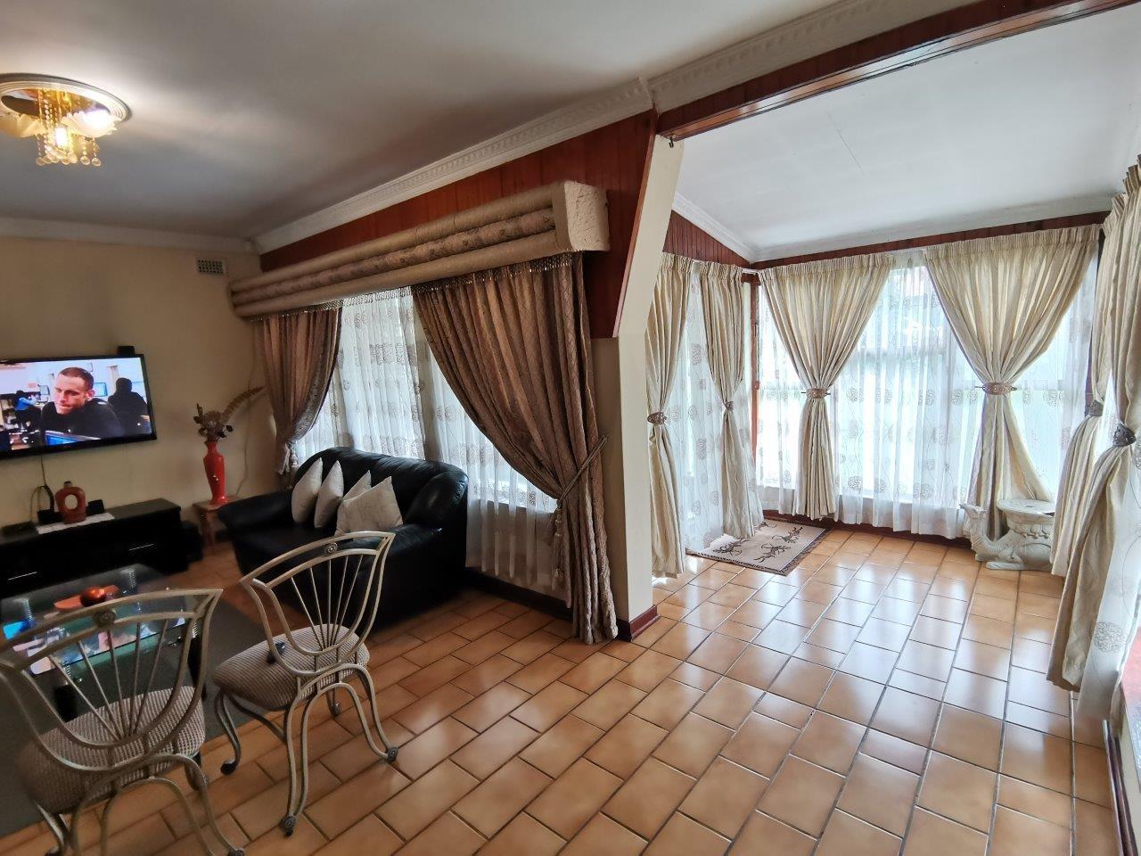 4 Bedroom House For Sale in Scottsville