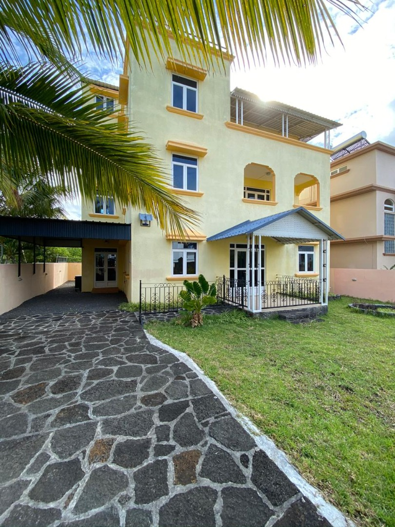 8 Bedroom Apartment / Flat For Sale in Pereybere