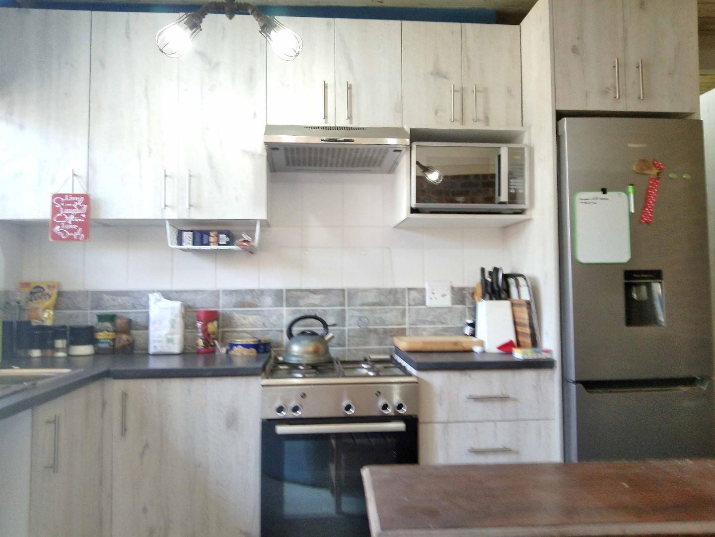 8 Bedroom House For Sale in Sanddrift