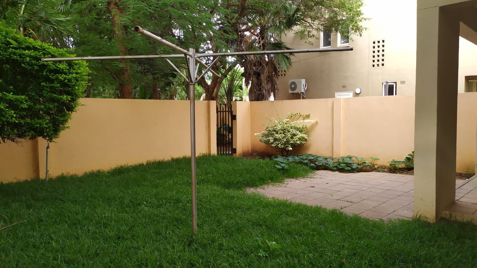 3 Bedroom Townhouse To Rent in Extension 11