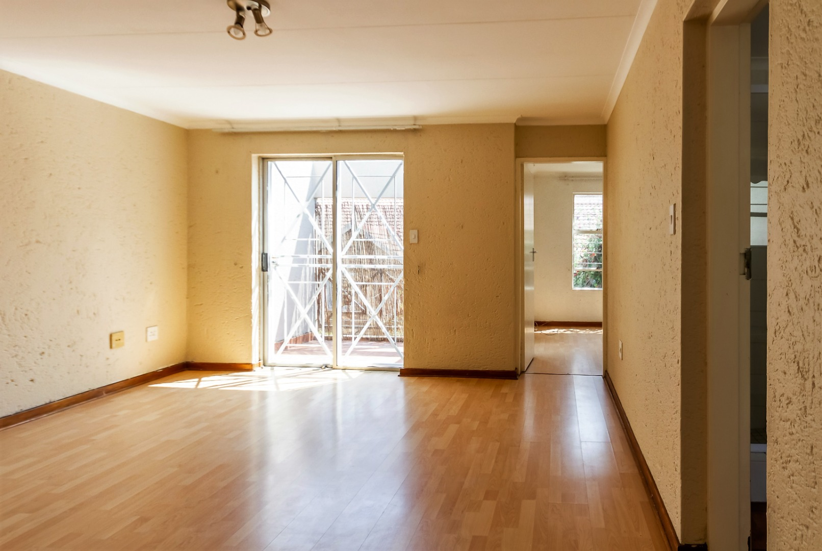 1 Bedroom Townhouse For Sale in Ferndale