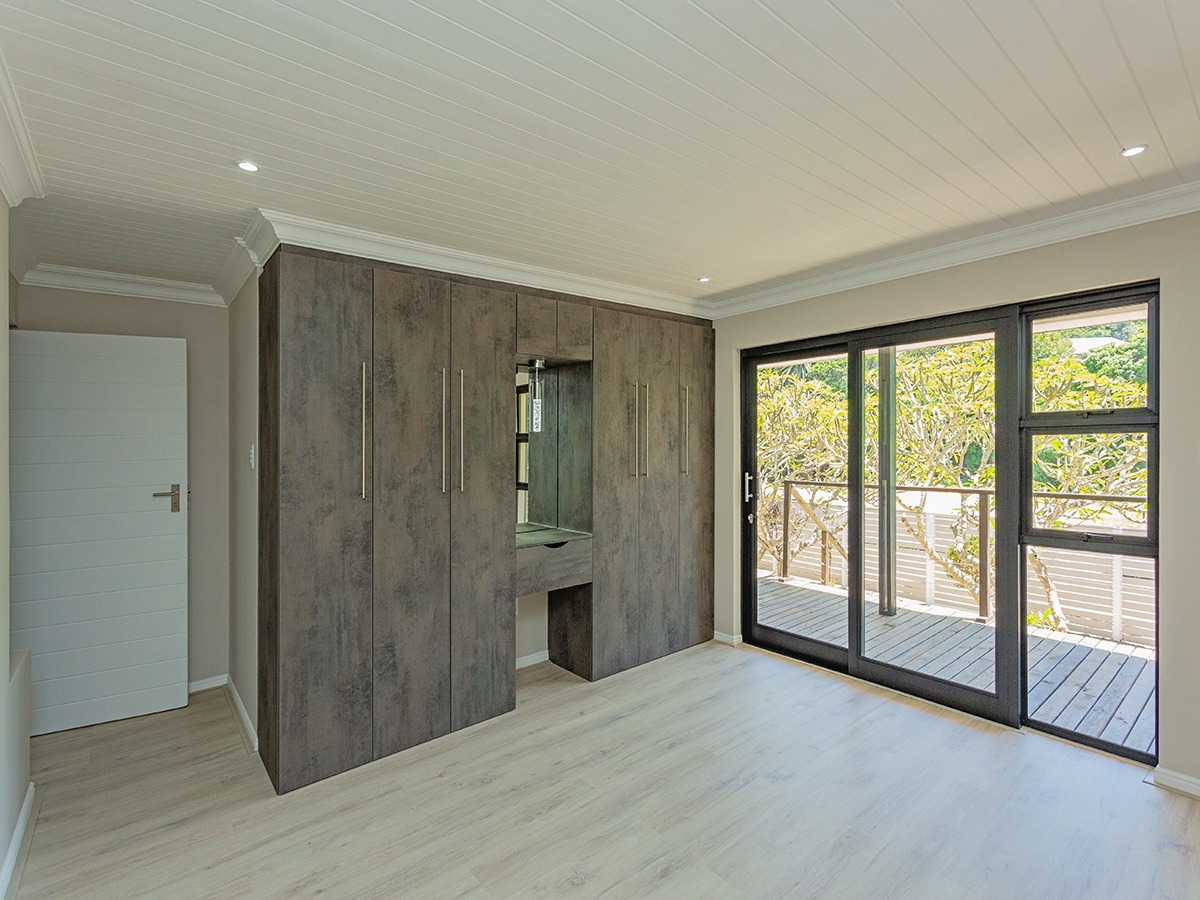 5 Bedroom House For Sale in Wilderness Heights