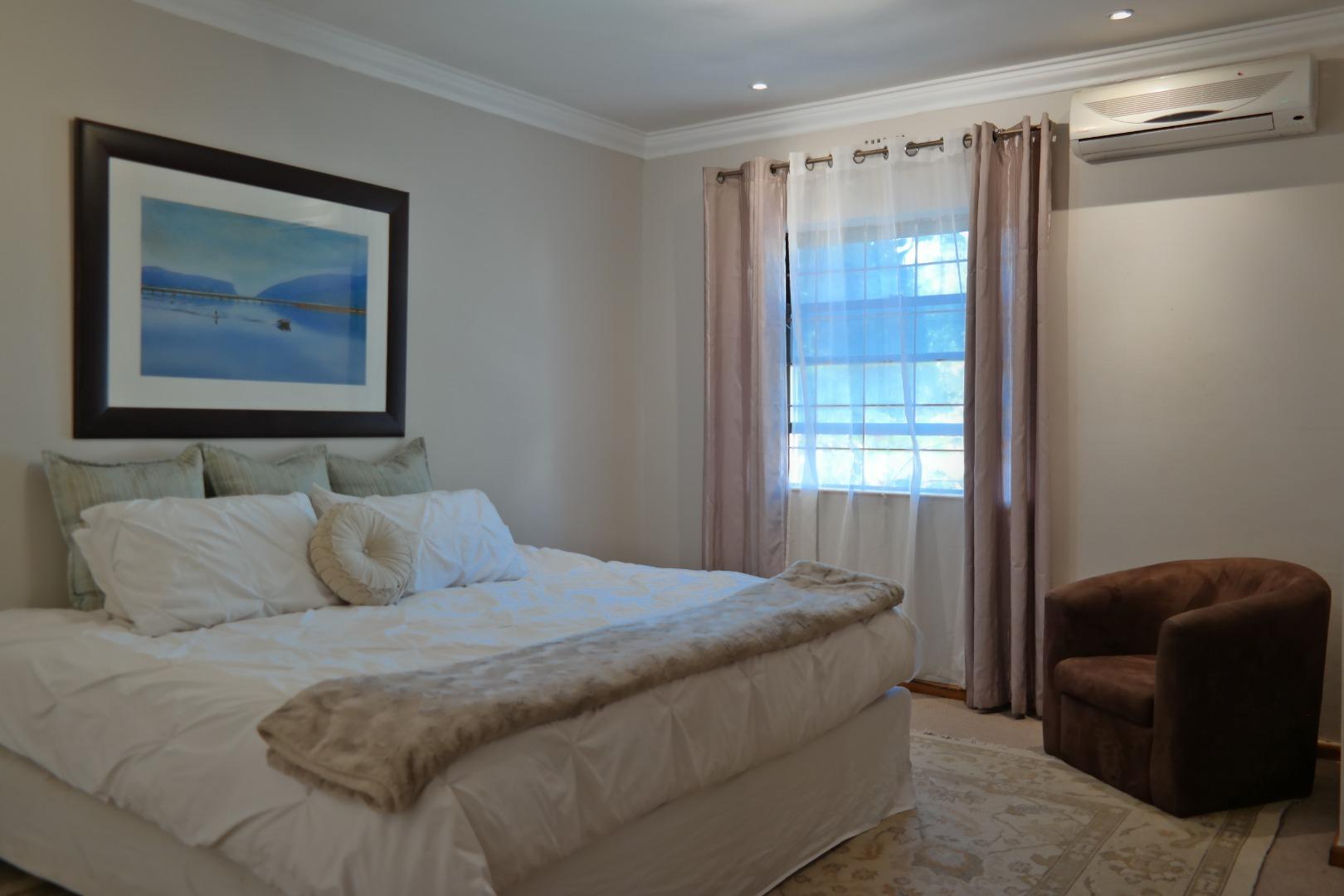 4 Bedroom Townhouse For Sale in Die Boord