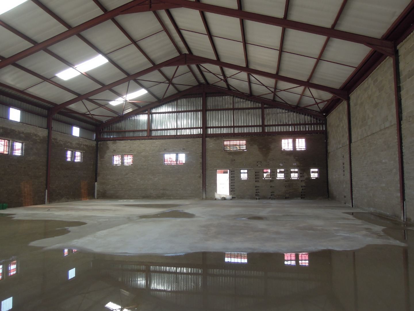 Commercial Property in Block 3 To Rent