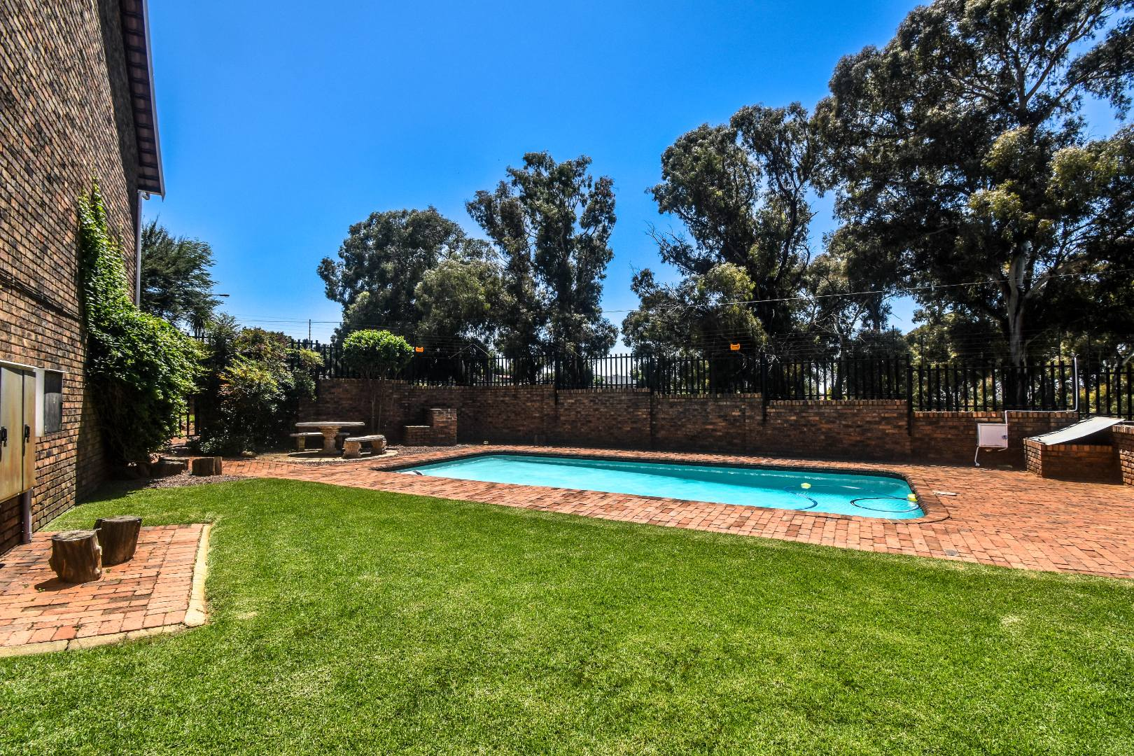 2 Bedroom Townhouse For Sale in Bergbron
