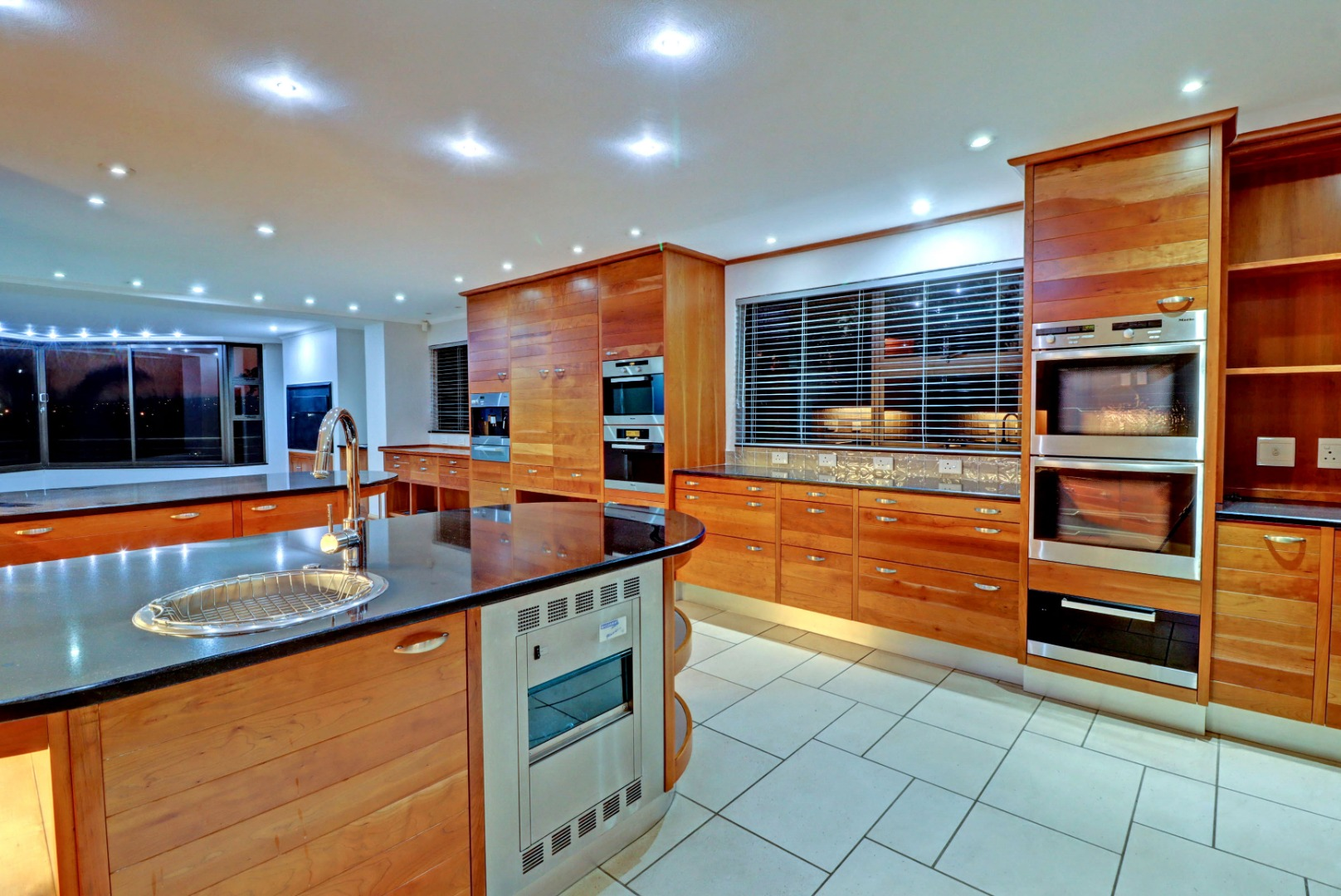 6 Bedroom House For Sale in Woodhill