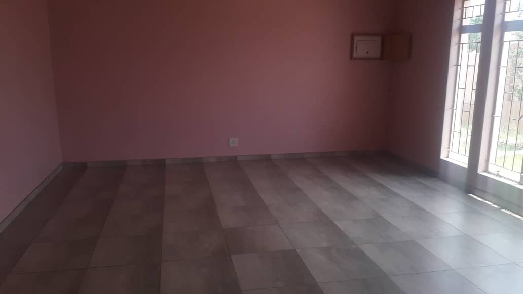 5 Bedroom House For Sale in Hochland Park
