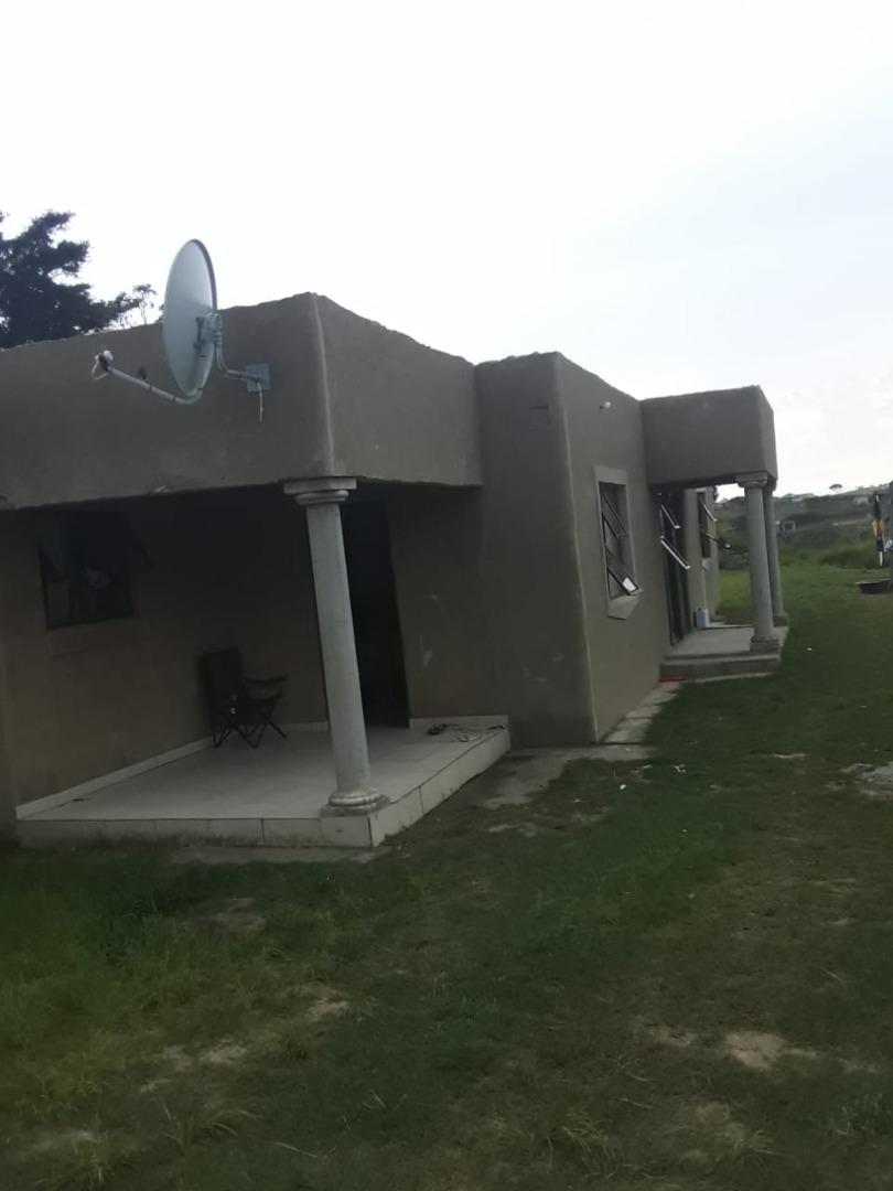2 Bedroom House For Sale in KwaMadlala