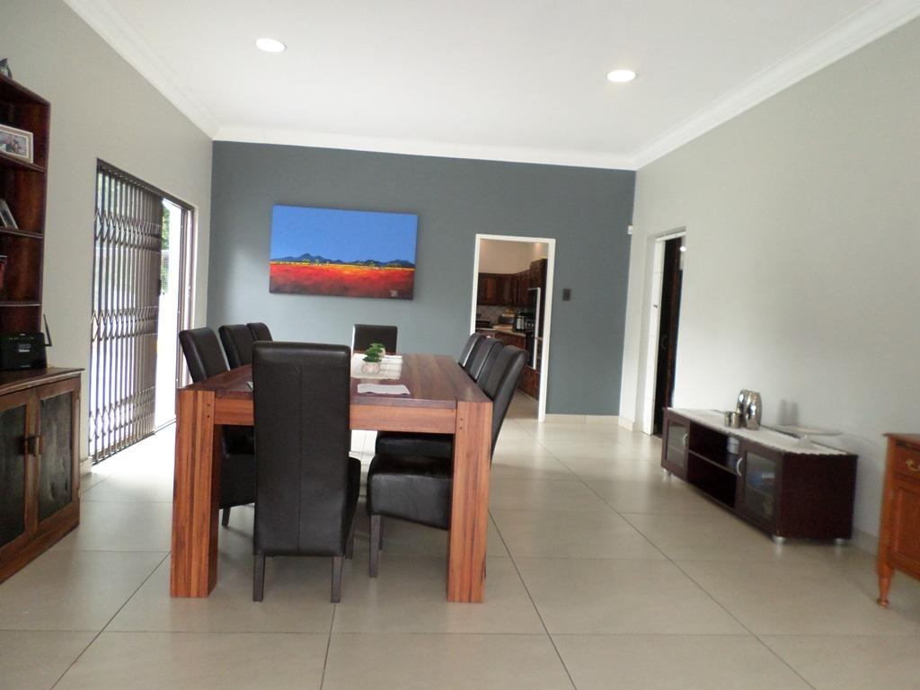 4 Bedroom House For Sale in Alberante