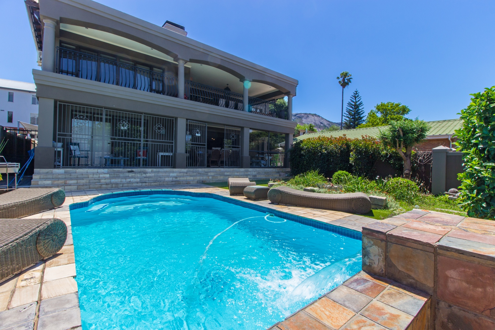 4 Bedroom House For Sale in Paarl South