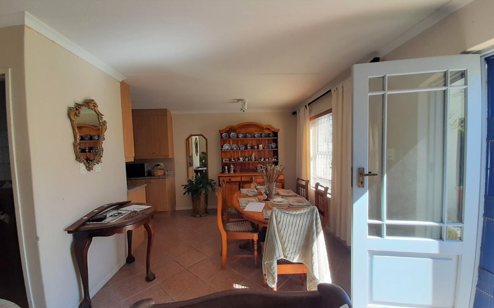 3 Bedroom Townhouse For Sale in Parklands