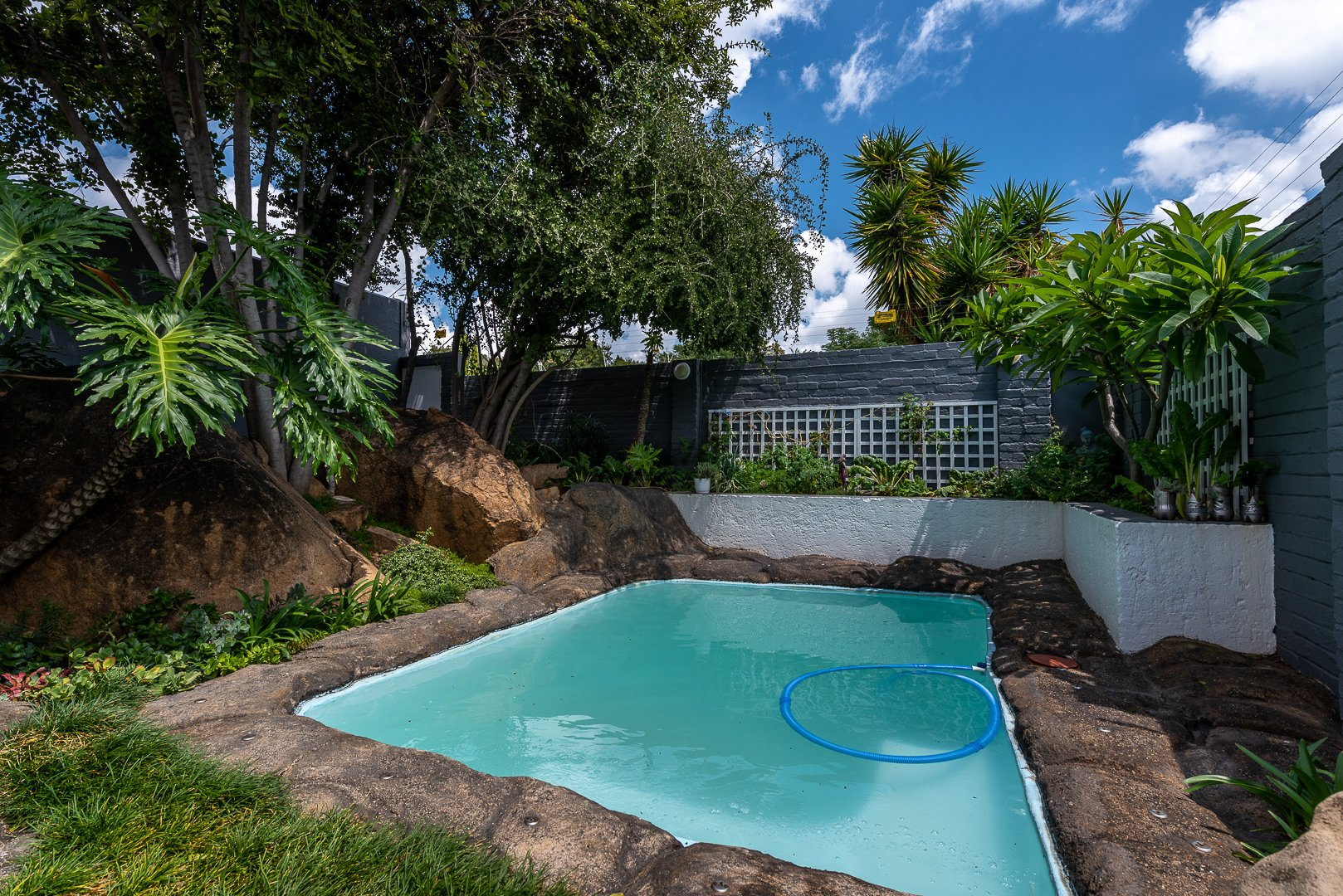 2 Bedroom House For Sale in Lonehill