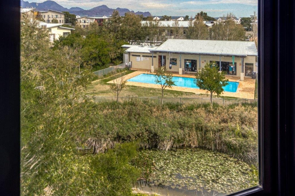 2 Bedroom Apartment / Flat For Sale in Somerset West Mall Triangle