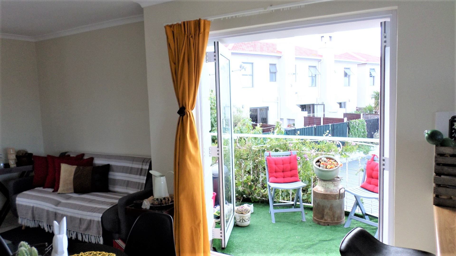 2 Bedroom Apartment / Flat For Sale in West Beach