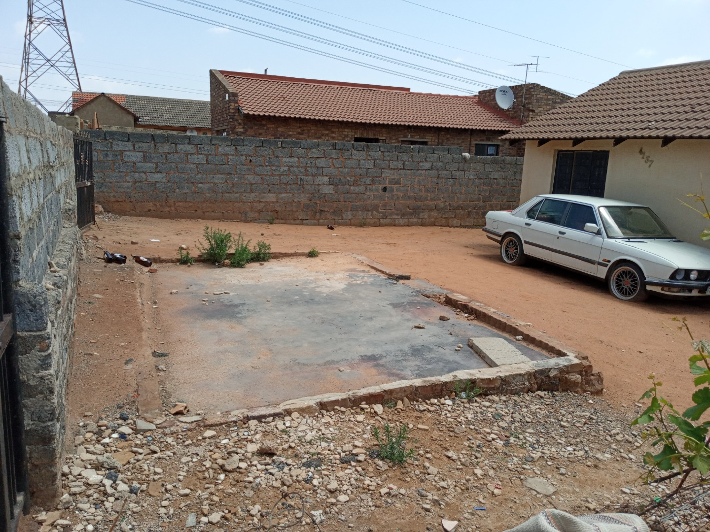 2 Bedroom Townhouse For Sale in Umthambeka